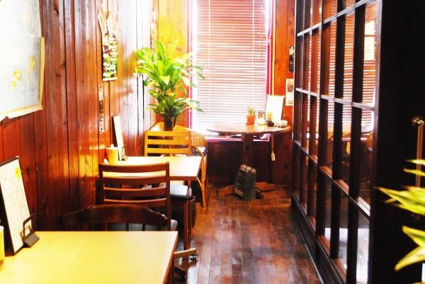 lily's diningさんの店内に設けられたお二人向けの席