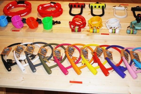 tokyobike shop 高円寺さんの店内に並ぶ関連商品