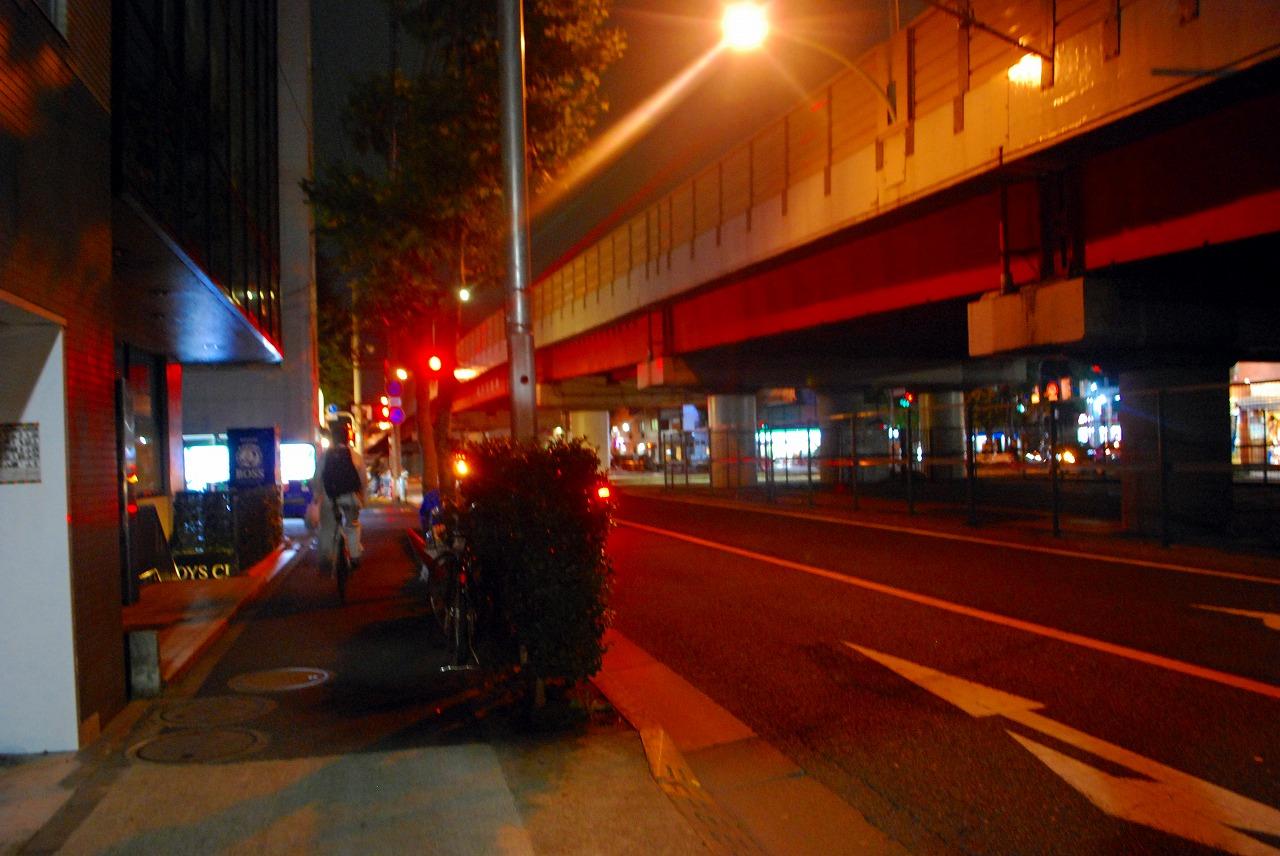 環七沿いにある笑や Cafe de Live(わらやカフェデライブ)から高円寺陸橋の眺め