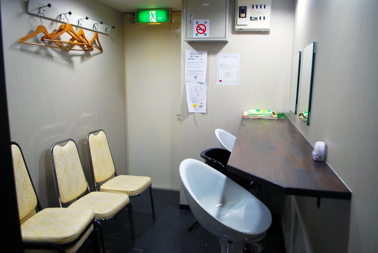 カナデミアさんの控え室