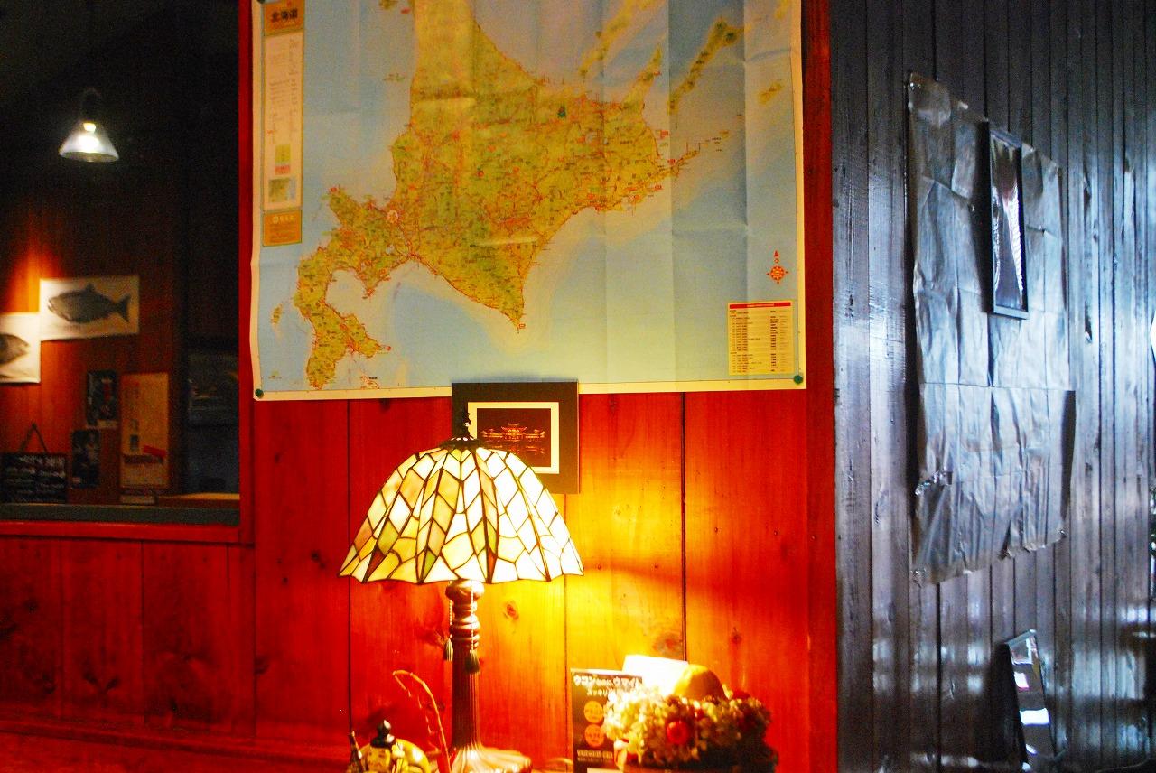 リリーズダイニングさんの店内に貼られた北海道の地図